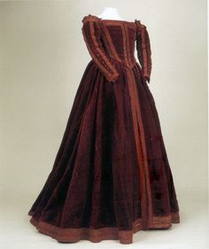 Lady of the court of Piza, approximately 1540 Red Velvet, from Moda a Firenze