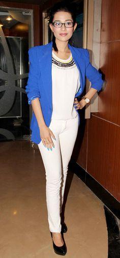 Amrita Rao at the screening of Marathi film Yellow. Bollywood Fashion, Bollywood Actress, Jacket Style Kurti, Amrita Rao, Star Watch, Yellow Style, Tabu, Celeb Style, Celebs
