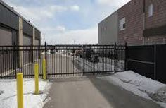 We provide a wide variety of chain link fences in Toronto, Mississauga, Brampton, Oakville, Etobicoke to suit your style. Chain link fences are very popular due to affordability and durability. Chain Link Fence Gate, Sliding Gate, Wrought Iron Gates, Swings, Fences, Toronto, Entrance, Manual, Commercial