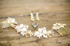 Jewelry and hair accessories on wedding day