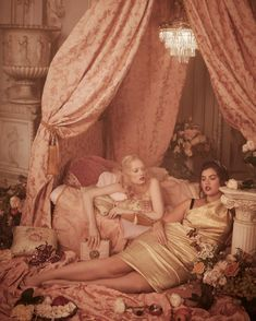 Dolce & Gabbana: Like a poem, expressing romanticism and tranquillity, these Rubens-inspired photos depict the figures a delicate sense of poise and confidence. Princess Aesthetic, Pink Aesthetic, Rubens Paintings, Aphrodite Aesthetic, Goddess Of Love, Madame, Models, Belle Photo, Baroque