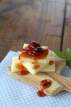 Confettura di cipolle rosse. Gustosa e particolare, da il meglio di sé accompagnata da formaggi stagionati, ideale anche sui crostini come aperitivo.