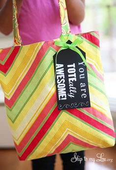 """Tote-ally Awesome"" teacher gift idea! Grab a cute tote and this free printable tag for a useful teacher gift! www.skiptomylou.org"