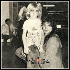 ADORABLE <3 - STEVEN TYLER WITH YOUNG FAN