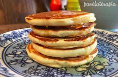 Quando eu quero caprichar no café da manhã eu vou de panqueca. Não faço mais vezes porque sou capaz de comer a receita todinha, que rende umas oito unidades. Eu acho que os americanos tem toda razã…