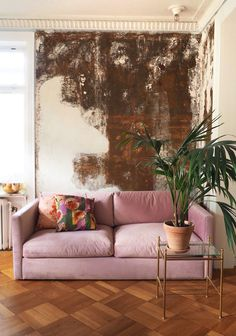 Formulas And Shortcuts For Pink Velvet Couch Living Rooms 36 Interiores Art Deco, Interiores Design, Retro Home Decor, Easy Home Decor, Rosa Couch, Decor Interior Design, Interior Decorating, Room Interior, Decorating Ideas