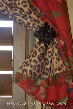 love the red & cheetah drapes...:)