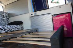 Sillón cama con somier extensible. www.furgoplon.com Camper Van, Campervan Ideas, Cabinet, Info, Storage, Html, Volkswagen, Furniture, Home Decor