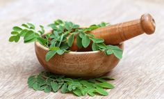 Thinking about a moringa supplement or powder? Learn all about this superfood's health benefits, plus how to use moringa powder. What Is Moringa, Moringa Leaves, Superfoods, Ayurveda For Hair Loss, Herbal Remedies, Home Remedies, Natural Remedies, Moringa Oleifera, Iced Tea