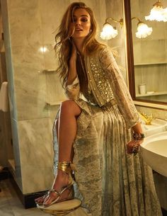 Elle Spain's senior stylist Sylvia Montoliu chooses good-time fashion looks with plenty of glitz for 'Cinco Estrellas'. Model Ymre Stiekema shows off the femme extravagance in images by Rocio Ramos for the March 2018 issue. Photo Lovers, Fashion Tips For Women, Womens Fashion, Modeling Fotografie, Vogue Uk, Mode Editorials, Fashion Editorials, Fashion Models, Fashion Trends
