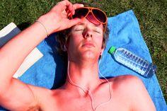 Natural Remedies for Sunburn: 10 best sunburn relief - AntiAging Skin Care Spa Natural Remedies For Sunburn, Sunburn Remedies, Skin Care Remedies, Essential Oil For Sunburn, Essential Oils, How To Treat Sunburn, Boomer Generation, Acne Skin
