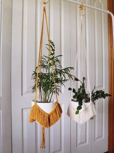 Macrame plant hanger on a wooden ring with fringe details. Length measures approximately from wooden ring to base of pot. *pot and plant not included* Crochet Plant Hanger, Rope Plant Hanger, Macrame Plant Holder, Plant Holders, Deco Nature, Macrame Design, Macrame Projects, Macrame Patterns, Hanging Plants