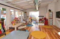 this is the built in daycare...at a cafe...in CA...oh how nice it'd be to grab a bite (w/friends) and not have to argue with my little one while enjoying my salad