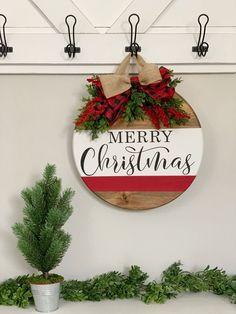 Christmas Signs Wood, Christmas Door Decorations, Christmas Wreaths, Christmas Ornaments, Christmas Door Hangers, Christmas Front Doors, Front Porch Ideas For Christmas, Fall Wooden Door Hangers, Buffalo Check Christmas Decor