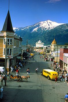 A view down Skagway's main street. Note cruiseship in background. Skagway is located in a very narrow valley. 17Skmain