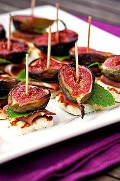 Another fig-based canapé idea, without the bread - grilled figs, brushed with honey and stacked with fresh mint, Parma ham and halloumi Fig Recipes, Cooking Recipes, Cardamon Recipes, Chard Recipes, Cookbook Recipes, Wedding Appetizers, Yummy Food, Tasty, Snacks Für Party