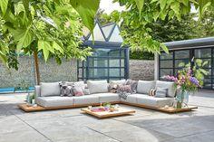 De Aspen loungeset is de set als je denkt aan luxe en ultiem loungen. Deze loungeset is volledig gemaakt van duurzaam en gecertificeerd teakhout, dit geeft deze set een prachtige luxe uitstraling!
