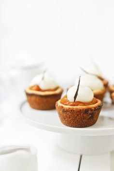 Apricot and cheese mini cakes Mini Desserts, Just Desserts, Delicious Desserts, Yummy Food, Sweet Desserts, Fruit Recipes, Sweet Recipes, Dessert Recipes, Cobbler