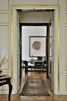 An elegant entry styled from golden trim to graphic black and white (via @AllyFTRB on @Pinterest).