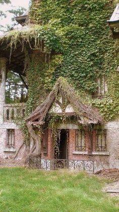 Fairy Tale House via Faerie Magazine http://asmrrelaxation.blogspot.com/2014/10/asmr-sacred-space-workshop.html