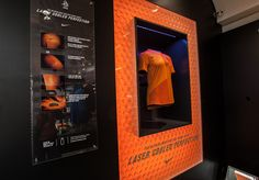 lightbox graphic display  with glass plaque mounted on side - NIKE  confettireclame.nl