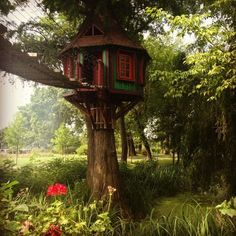 Diy cool tree houses 37 DIY Tree House Plans That Dreamers Can Actually Build Cool Tree Houses, Bird Houses, Zelt Camping, Patio Grande, Tree House Plans, Build A Playhouse, Tree House Designs, Bird House Kits, Tree Tops