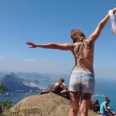 Que tal essa foto incrível da @michelebiasi na Trilha do Morro Dois Irmãos ?! Link na bio. Videos, Running, Photo And Video, Instagram, Link, Two Sisters, Amazing Photos, Racing, Keep Running