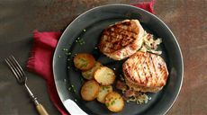 Bravčové kapsy plnené kyslou kapustou s opekanými zemiakmi Lidl, Grill Pan, Sprouts, Ale, Grilling, Vegetables, Kitchen, Food, Drink