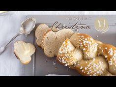 Süsser Allerheiligenstriezel - Backen mit Christina Austrian Recipes, Austrian Food, Strudel, Bread Baking, Pain, Hamburger, Brunch, Sweets, Snacks