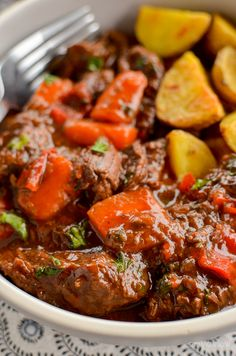 This delicious bowl of Balsamic Braised Beef is pure comfort food. Tender chunks of beef in a tangy rich tomato sauce. #glutenfree #dairyfree #instantpot #slowcooker #pressurecooker #paleo #slimmingworld #weightwatchers #beef