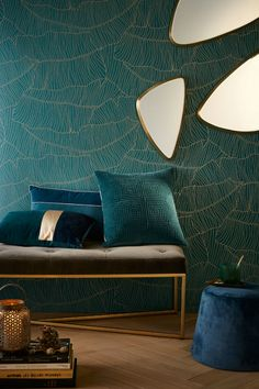 Art deco wallpaper on the walls, by touch, total look, mixing styles. Art Deco has its place in your home.