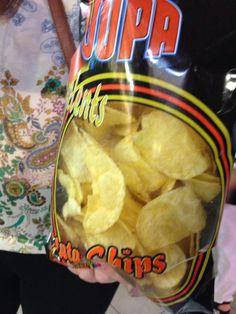Esto es una bolas de patatas fritas. Son muy sabrosas y baratas. Mi amigo Lizzie trajo las patatas fritas y ella es compartio con Unis y Yo.