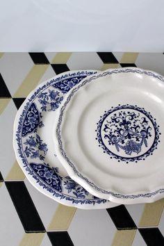 Gien France / 2 Assiettes de table / Bleue et par HASBEENDECO Gien France, France 2, Snorkel Blue, Old Plates, Plate Design, Porcelain Ceramics, Pantone, Dinnerware, Blue And White