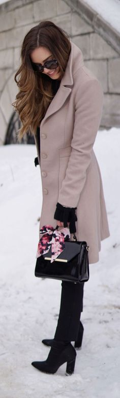 PERFECT CAMEL COAT to transition from winter to spring. Removable faux fur. All black outfit with camel coat and patent black purse. #fashion #blog #style #outfit #winter #spring #fashionblog #fashionblogger #blogger Marie's Bazaar