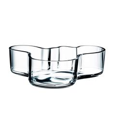 In Alvar Aalto created his classic series of glass vases. The Alvar Aalto Collection has been a staple of modern Scandinavian design and the most iconic s Alvar Aalto, Vases, Cadeau Design, Soup Bowl Set, Shops, Scandinavian Interior Design, Nordic Design, Luminaire Design, World's Fair