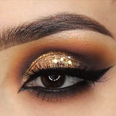 Make-up für Mädchen - Prom Makeup Golden Eye Makeup, Glitter Eye Makeup, Smokey Eye Makeup, Glam Makeup, Skin Makeup, Eyeshadow Makeup, Gold Glitter Eyeshadow, Contouring Makeup, Make Up Gold