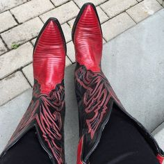 Tony Lama lizard skins cowboy boots. Gorgeous rare Tony Lama lizard skin cowboy boots. Great used condition.. These are a true 6.5 do not buy them if you sometimes wear 7. Tony Lama Shoes