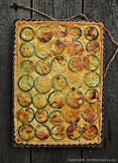 Zucchini Quiche with Sheep Cheese (http://artkulinaria.pl/quiche-z-cukinia-i-bryndza)