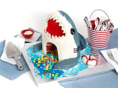 Get Red Velvet Shark Cake Recipe from Food Network Liquid Food Coloring, Blue Food Coloring, Shark Birthday Cakes, Shark Cookies, Fish Candy, Blue Frosting, Shark Cake, Cute Snacks, Thing 1