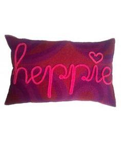 Kussen van retro wollen dekens met het woord Heppie in gepunnikte letters op de voorzijde. Deze kussenhoes sluit met een knoop aan de achterzijde. De afmeting is 40-60 cm. Inclusief binnenkussen