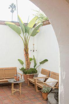 A Tiny Southern California Beach House – Design*Sponge Garden Ideas Southern California, California Backyard, California Beach Camping, Southern California Beaches, Outdoor Rooms, Outdoor Living, Indoor Outdoor, Porches, California Palm Trees