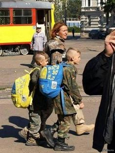 Via Laurent Brayard embrigadement idéologique des enfants dans l'#Ukraine brune de #Porochenko