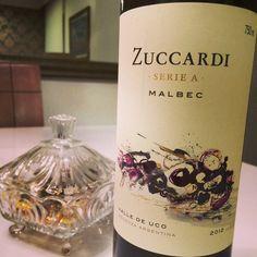 Excelente vinho! Apresenta aromas de frutas negras maduras, corpo médio, taninos aveludados e boa acidez. www.sommeliere.com.br