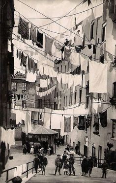 Lines of laundry can b beautiful if the colors are right!!