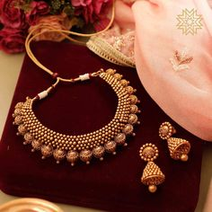 Ultimate 35 Gold Necklace Designs Images Of This Year Looking for gold necklace designs images? Here are our picks of some hot models that are trending this year. Gold Bangles Design, Gold Jewellery Design, Gold Jewelry, Designer Jewelry, Jewelry Sets, Gold Bridal Jewellery, Fancy Jewellery, Jewelry Making, Jewellery Shops