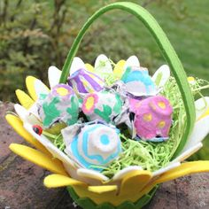 A safe and easy alternative to plastic Easter egg. These Easter crafts for kids are perfect for toddlers!!