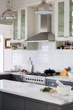 Whether your kitchen layout is galley, L-shape, island bench or peninsula layout, interior designer Greg Natale demystifies the art of styling your kitchen Kitchen Reno, Kitchen Layout, New Kitchen, Kitchen Remodel, Kitchen Cabinets, Hamptons Kitchen, The Hamptons, Island Bench, Home Staging