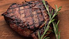 Think you know what makes a great tasting steak. Several factors contribute to improving the tastiness of a steak. Discover how to dry-age, grill, and rest your steak the right way – and reap the tasty rewards. Best Grilled Steak, Grilled Steak Recipes, Marinated Steak, Grilled Steaks, Sirloin Steak Recipes, Sirloin Steaks, Beef Steak, Rump Steak, Healthy Summer Dinner Recipes