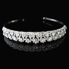 Tiara o diadema de cristales austriacos de alta calidad. Altura 3cm. Ancho ajustable. Ideal como accesorio para velo de novia. Es el artículo perfecto para coronar misses  y reina de fiestas. Se entrega con un precioso estuche de lujo.