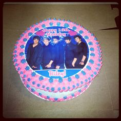 One Direction Cake One Direction Cakes, Birthday Ideas, Birthday Cake, Treats, Diy, Recipes, Sweet Like Candy, Goodies, Bricolage